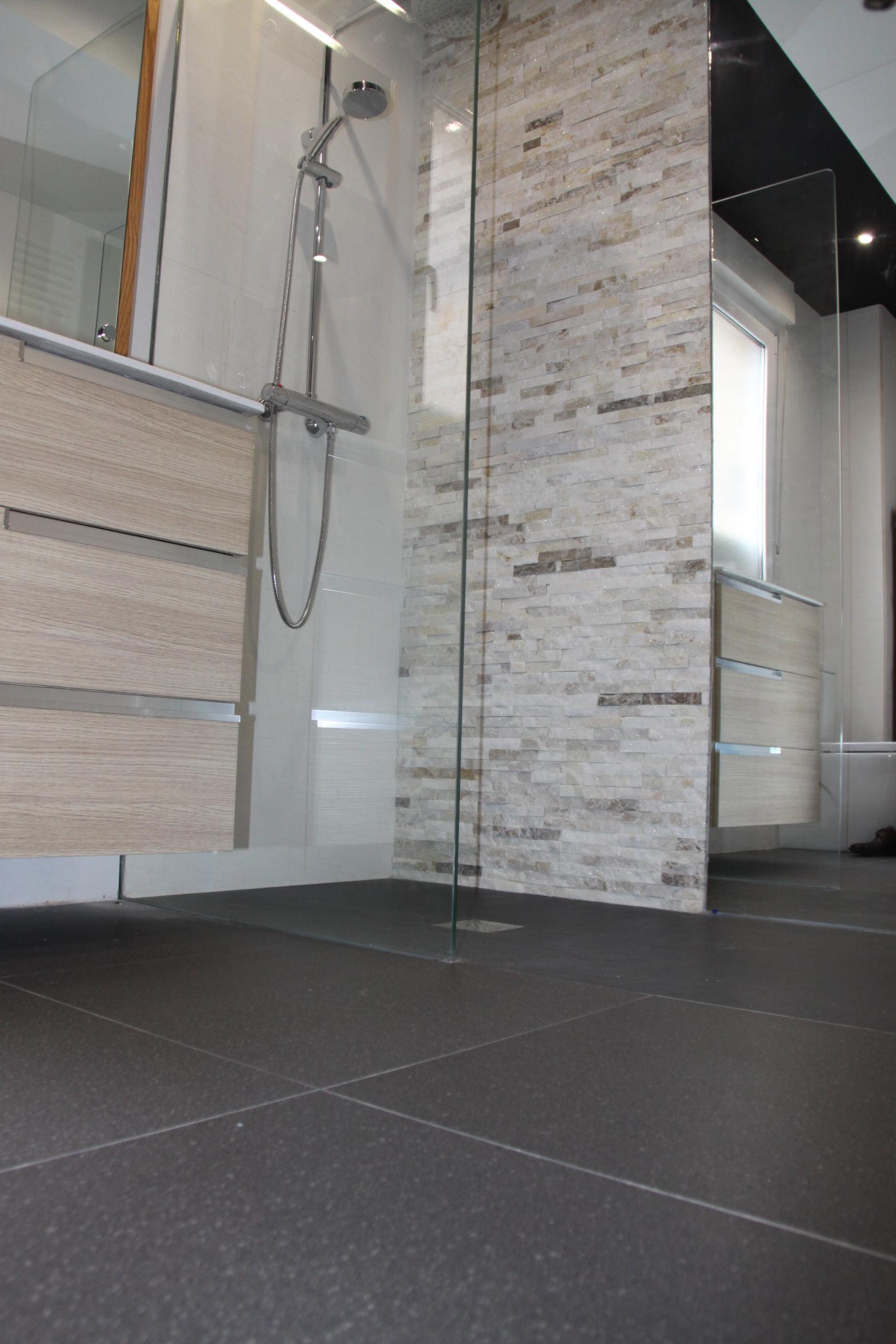 Plato de ducha atelier32 for Aseos pequenos con ducha