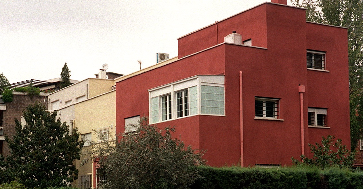 20 obras maestras de la arquitectura espa ola del siglo xx for Fachadas de casas de barrio